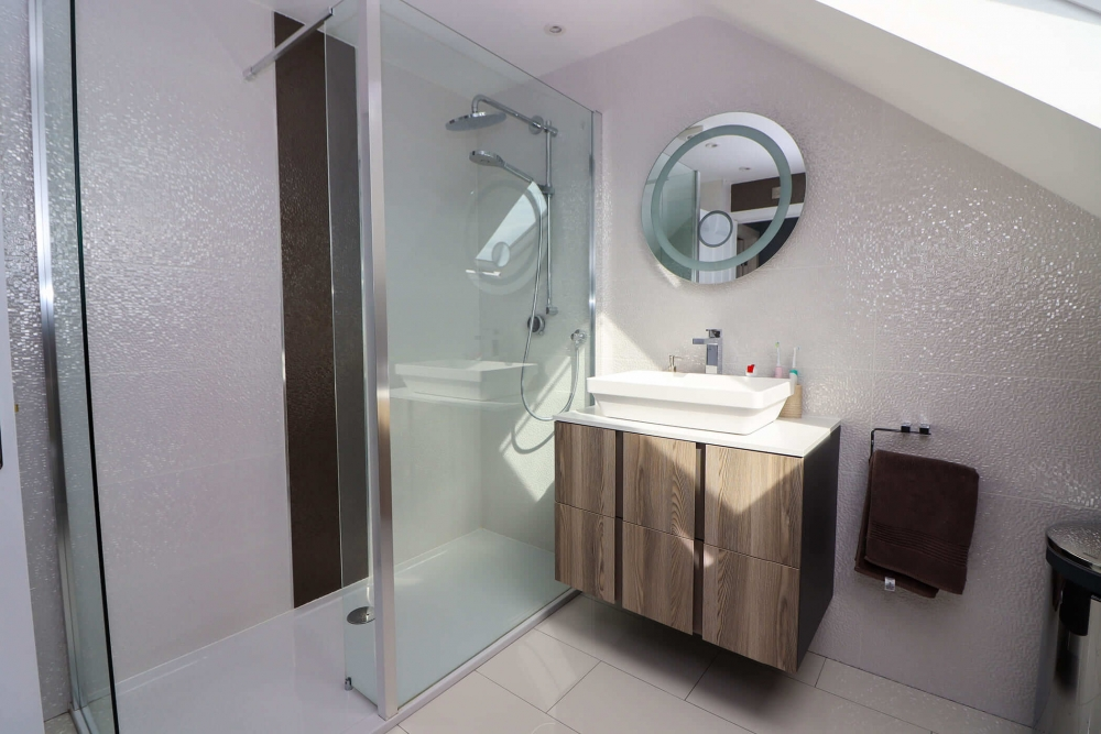 en suite loft bathroom